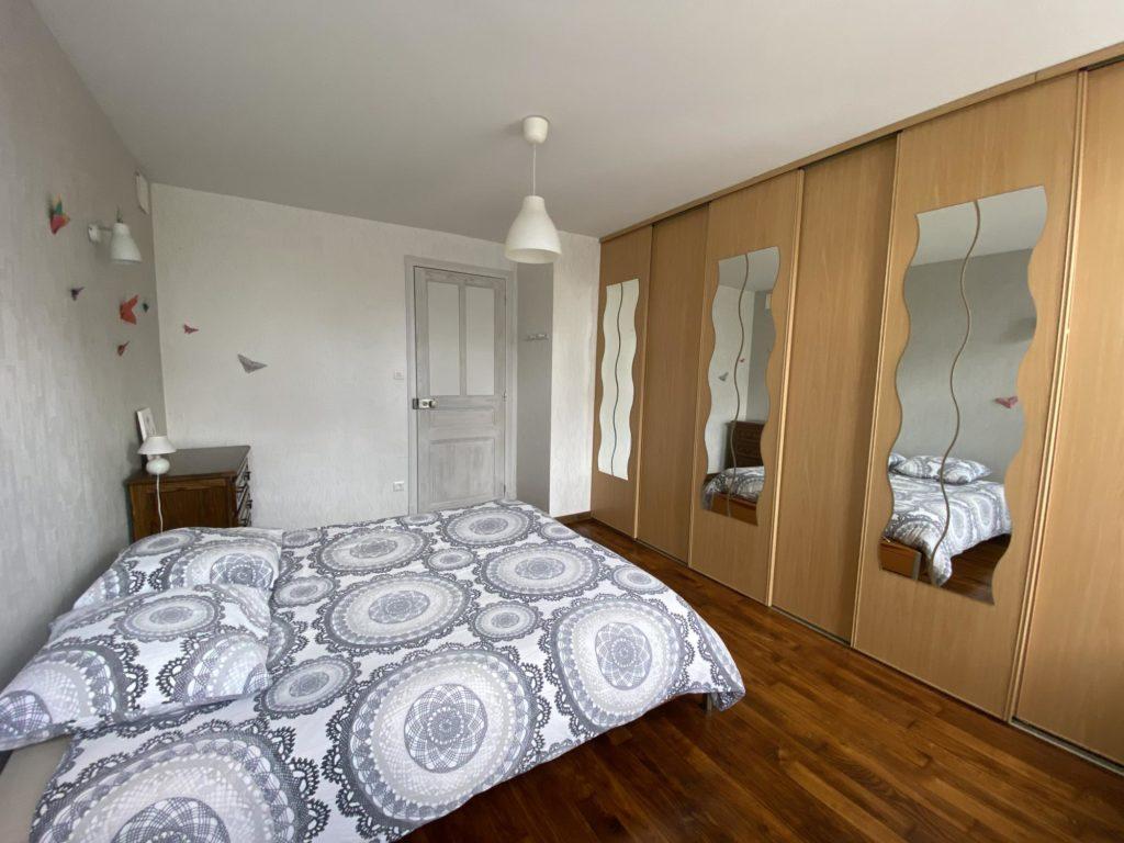 chambre avec grand placard location saisonniere pour deux personnes en lorraine