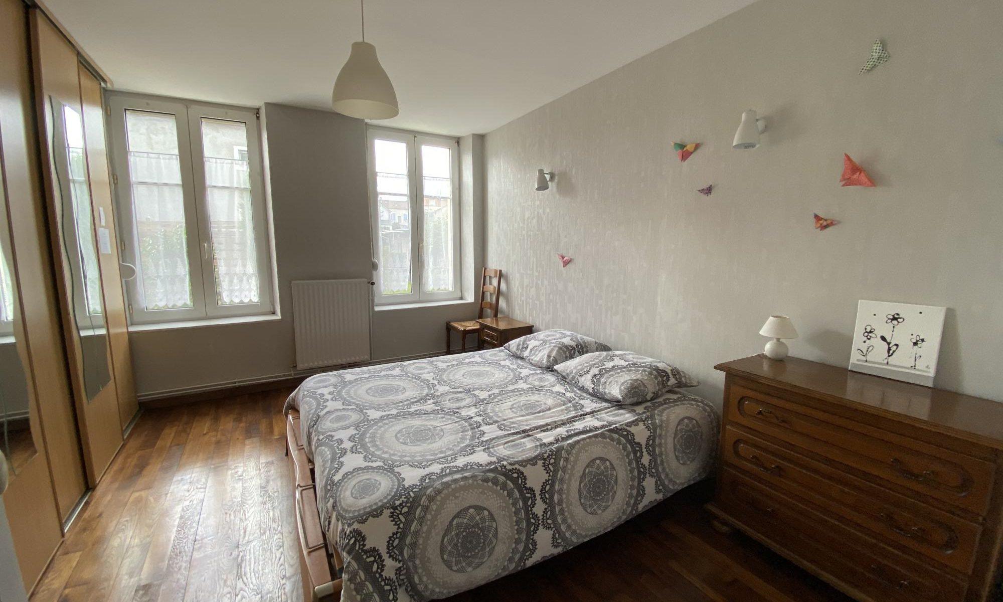 Grande chambre confortable appartement a louer meublé de tourisme entre Metz et Nancy